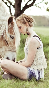 blonde-girl-and-her-horse-1080x1920