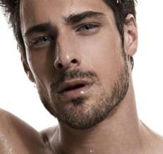 uomo-affascinante-con-gli-occhi-azzurri.jpg